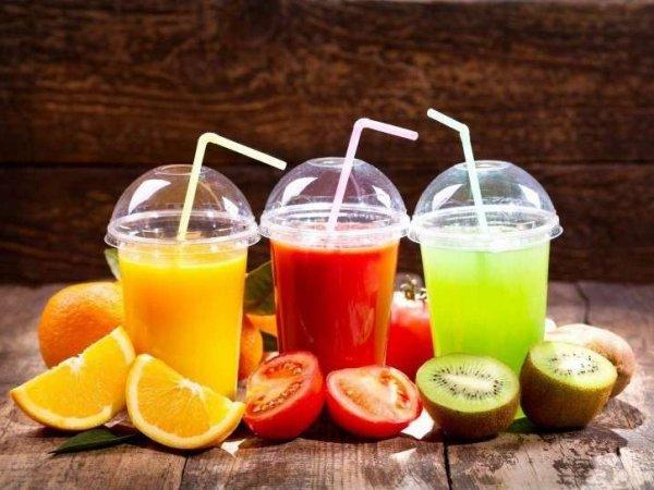 Ученые назвали свежевыжатый сок опасным для здоровья
