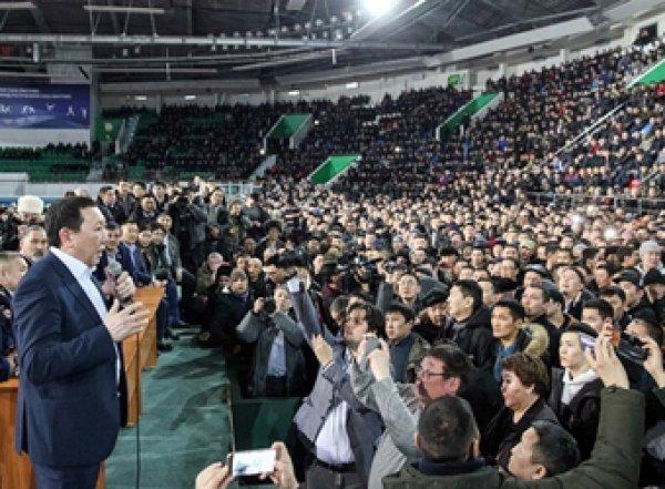 Глава Якутии после скандала с изнасилованием запретил мигрантам торговать и водить