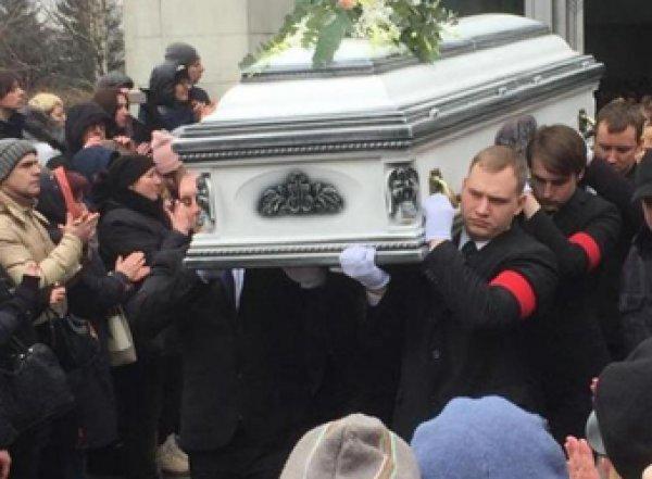 """""""Достоин ли ее Мавзолей?"""": Невзоров цинично отреагировал на похороны Юлии Началовой"""
