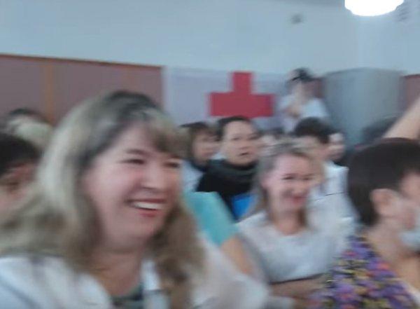В Башкирии врачи роддома публично посмеялись в ответ на слова о своей зарплате (ВИДЕО)