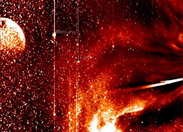 Нибиру существует: планета Х попала на фото NASA во время пролета кометы ISON