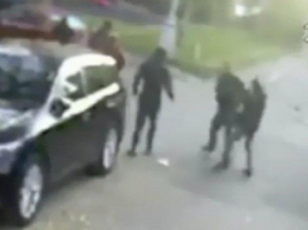 Видео избиения матери и брата Дудя появилось в Сети