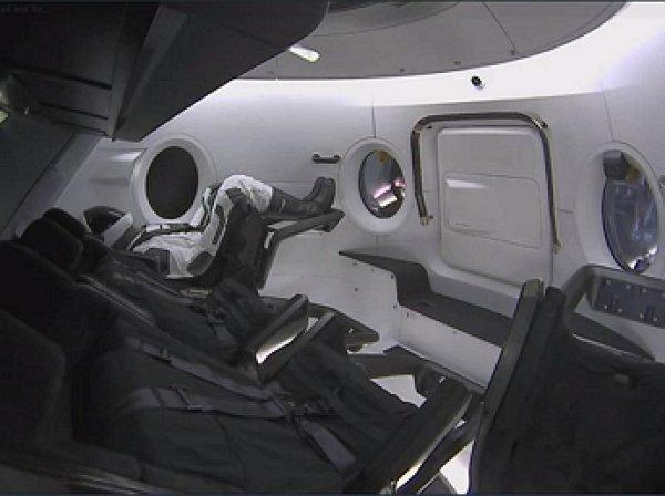 SpaceX впервые запустила к МКС пилотируемый корабль Crew Dragon с манекеном Рипли (ВИДЕО)