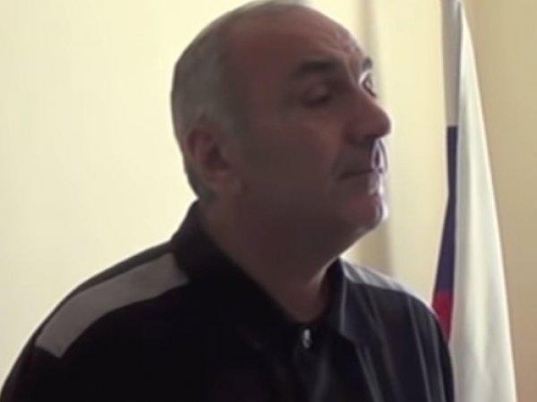 Вор в законе Таро на видео из самой страшной тюрьмы РФ подписал уведомление о депортации