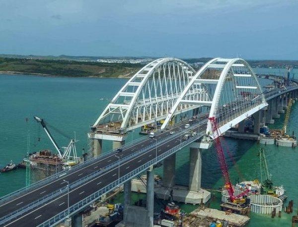 Рвущиеся в Крым украинцы шокированы новыми фото Крымского моста
