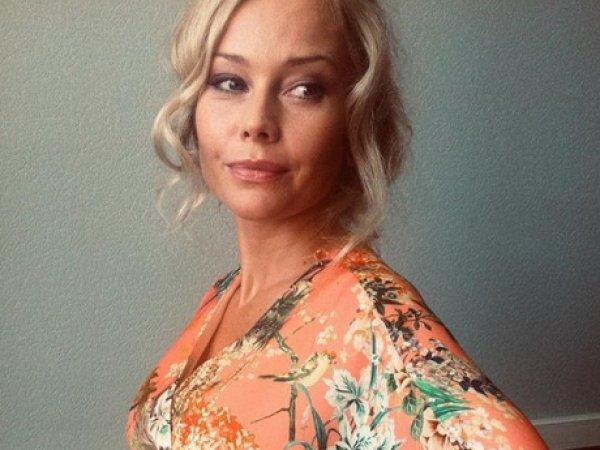 """""""Лучше от меня узнаете"""": 46-летняя Елена Корикова показала фото с огромным животом"""