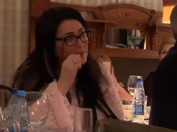 Сергей Жорин показал на видео, как Лолита упала со стула