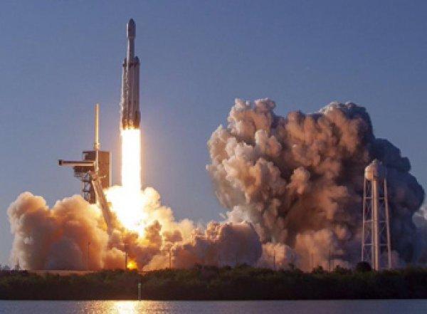 SpaceX осуществила первый коммерческий запуск Falcon Heavy (ВИДЕО)