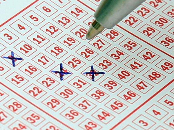 Американец сорвал джекпот, 20 лет вписывая в лотерейные билеты одни и те же числа