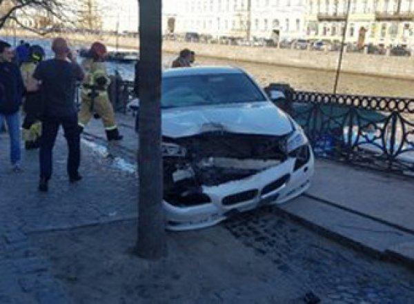 В Сеть выложили видео наезда BMW на пешеходов в Петербурге: есть раненые, в том числе ребенок