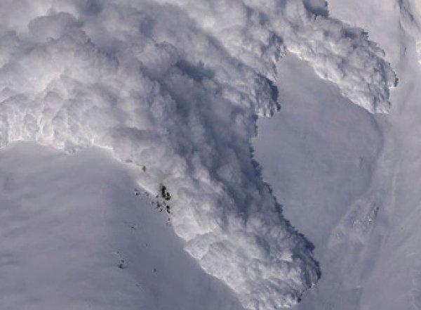Опубликовано видео с места гибели 7 альпинистов при сходе лавины на Алтае