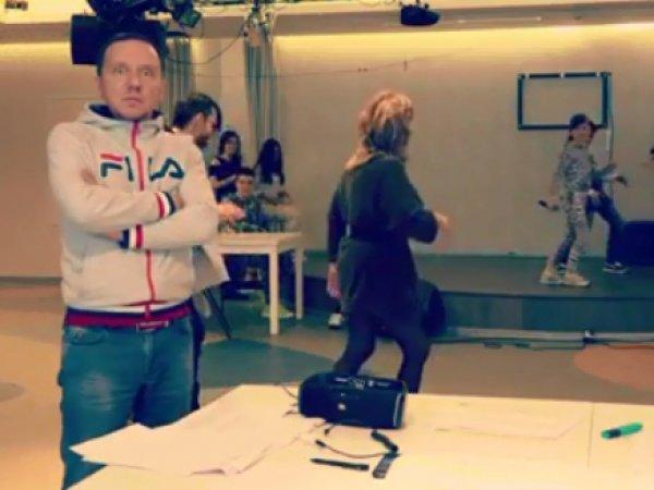 Без косметики и в мини-юбке: видео танцующей Пугачевой произвело фурор
