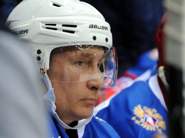 """Навальный рассказал, как чиновники после матчей НХЛ с Путиным """"подписывают госконтрактики"""" в раздевалке"""