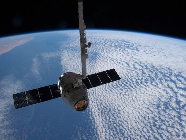 """В Сети опубликовали видео летящего """"поезда"""" из 60 спутников SpaceX"""