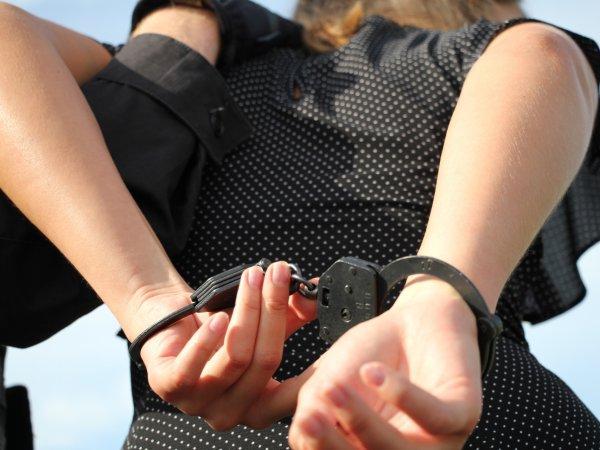 Россиянку посадили на 14 лет за пересоленную кашу для ребенка