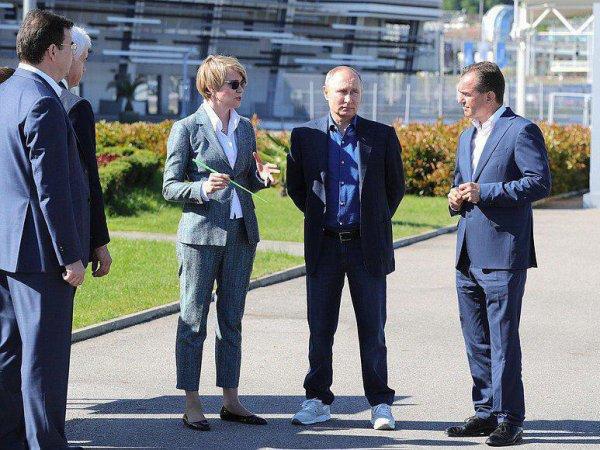 """Поясни за шмот"": фото Путина в кроссовках американского бренда произвело фурор в соцсетях"
