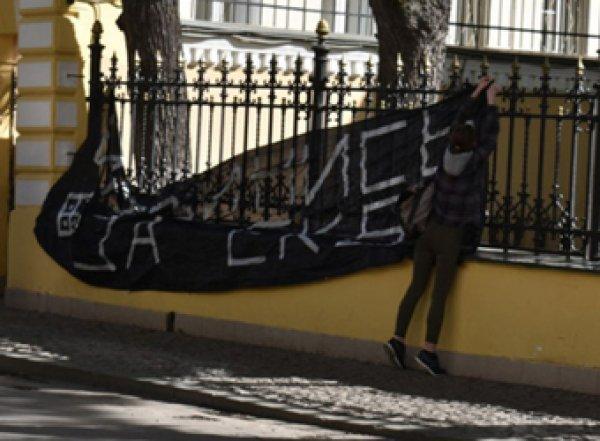 """После акции """"Извинись за Екб"""" домой к активистке нагрянула полиция (ФОТО)"""