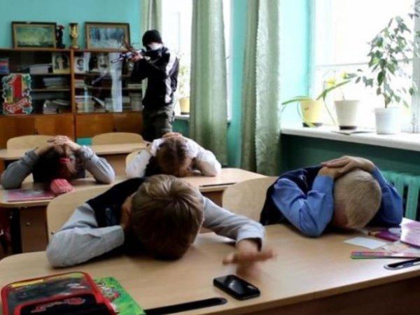 В Казани подросток взял в заложники целый класс: опубликовано видео с места ЧП