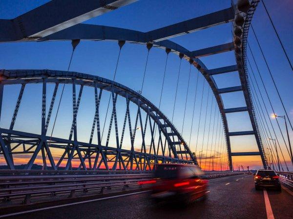 """""""Удавка"""", молнии и """"Бог дьявола"""": Крымскому мосту предрекли разрушение через 22 года"""