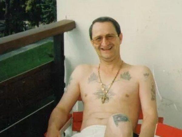 Сторонник Деда Хасана, купивший себе титул вора в законе, объявлен в розыск за вымогательство