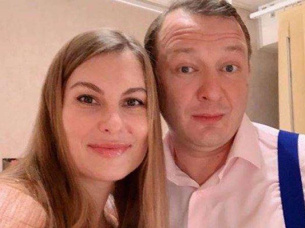 Марат Башаров вышел в свет с бывшей женой, которой сломал нос