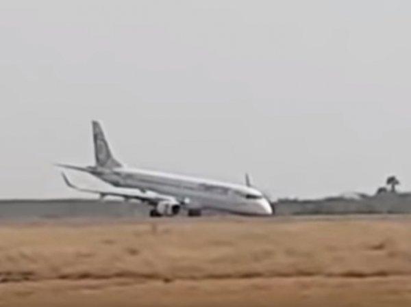 В Сети опубликовали видео посадки пассажирского самолета в Мьянме без шасси