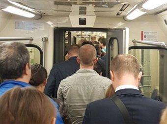 Три поезда застряли в тоннеле метро Москвы: видео с места аварии появилось в Сети