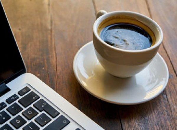 Медики рассказали, чем опасен утренний кофе