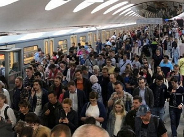 Авария в метро 23 мая: три поезда вновь застряли в тоннеле (ВИДЕО)
