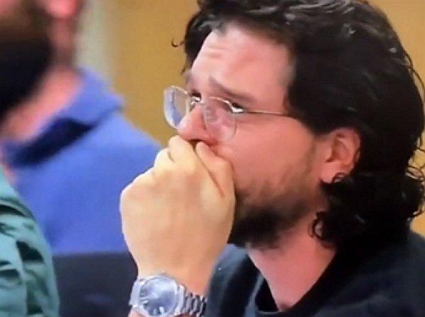 """В Сети появилось видео с реакцией Эмилии Кларк и Кита Харрингтона на сценарий финала """"Игры престолов"""""""