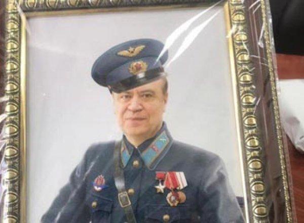 Фото картин, часов и денег с места обысков у ростовского вице-губернатора появились в Сети