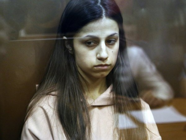 """Забей. Потом поймешь"": опубликована переписка сестер Хачатурян за месяц до убийства отца"