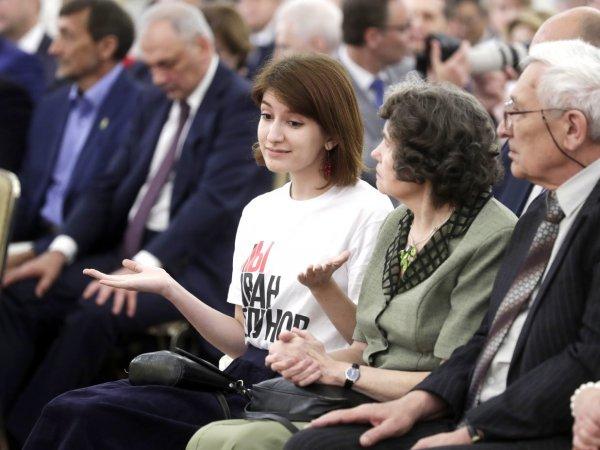 """Журналистка пришла на прием в Кремль в футболке """"Я/Мы Иван Голунов"""" и сидела час напротив Путина (ФОТО)"""