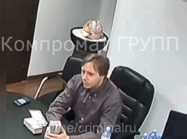 Попавшего на видео с пачками денег Маслякова-младшего заподозрили в аферах с КВН