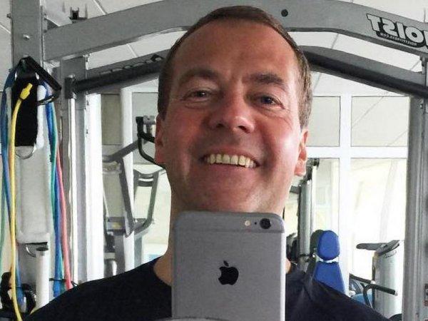 """""""Огурец и муженек"""": взломавшие Twitter Медведева хакеры написали ерунду послу Ирака"""