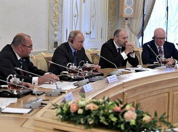 """""""Пускай делом займется ваш министр"""": Путин вышел из себя на Петербургском форуме"""