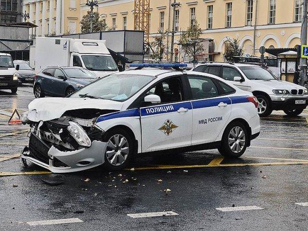 СМИ: на Кутузовском проспекте столкнулись машины ФСО и МВД