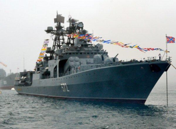 """Едва не столкнулись: в Восточно-Китайском море американский крейсер """"подрезал"""" российский корабль"""