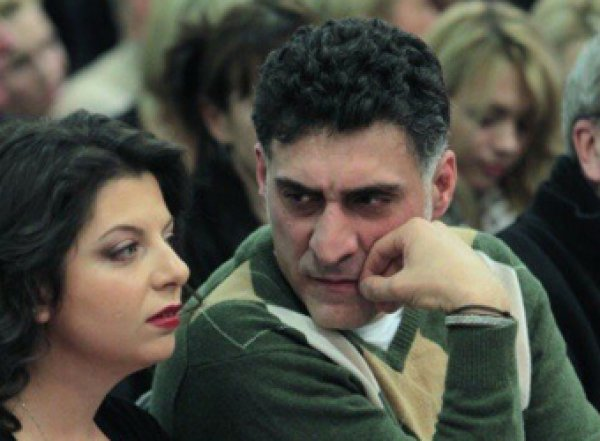 """""""Хамки необразованные и истерички"""": мужа Симоньян взбесила выходка оппозиции"""
