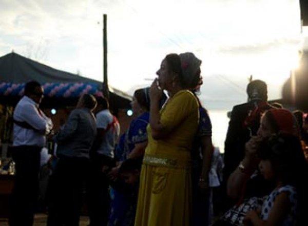Жительницу Иркутска насильно удерживают в цыганском таборе, выдали замуж и избивают