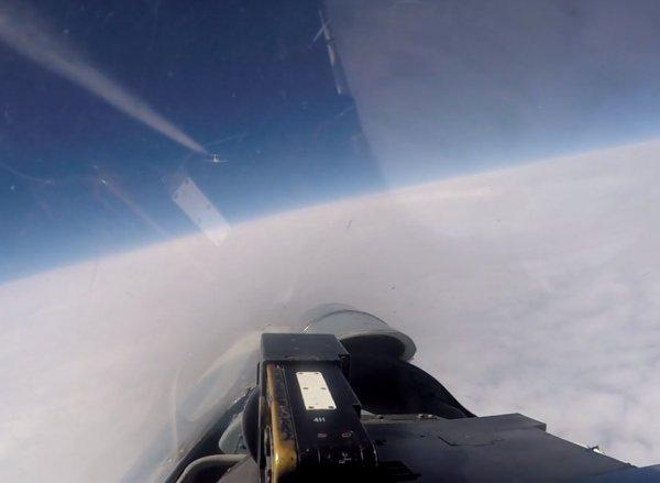 Перехват Су-27 двух самолётов-разведчиков ВВС США и Швеции попал на видео