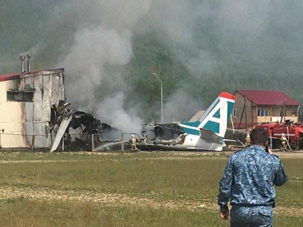 Крушение самолета в Нижнеангарске: Ан-24 в Бурятии выехал за пределы ВПП - пилоты погибли (ФОТО, ВИДЕО)