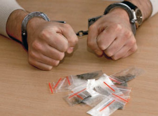 66% россиян назвали обычной практикой подбрасывание полицейскими наркотиков