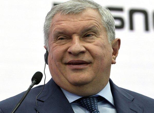 "СМИ: Сечин строит особняк на Рублевке в форме буквы ""Ж"" за 20 млрд (ВИДЕО)"