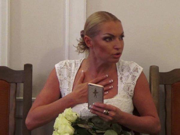 """""""Не просыхала"""": пьяная Волочкова шокировала журналистов во время съемок фильма"""