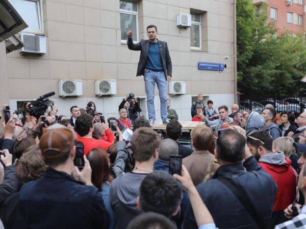 Следователи пришли с обысками к оппозиционным кандидатам в Мосгордуму (ФОТО, ВИДЕО)