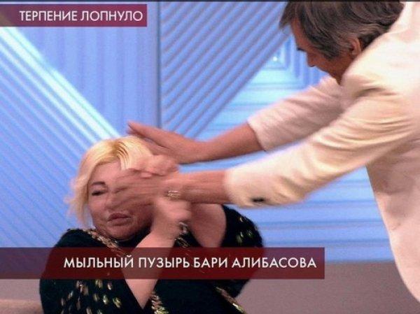 """Бари Алибасов избил участницу """"Пусть говорят"""" (ВИДЕО)"""