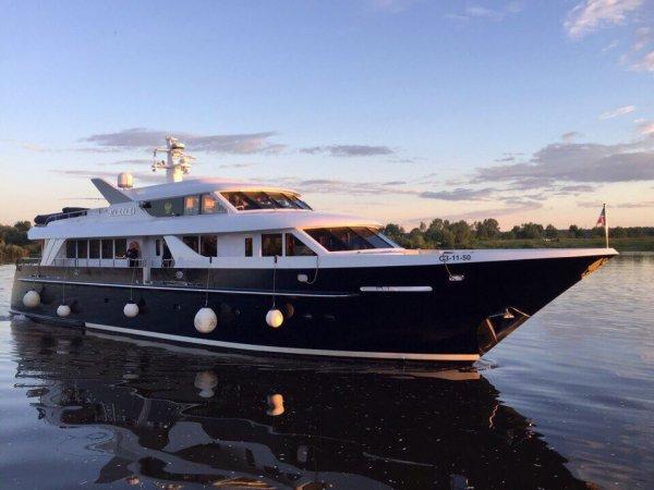 """СМИ: """"яхту патриарха"""" можно арендовать за 500 тысяч в день"""