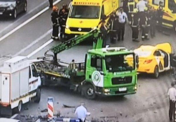 Авария на Кутузовском проспекте 2 июля: в жутком ДТП с пятью авто погибли два человека (ВИДЕО)
