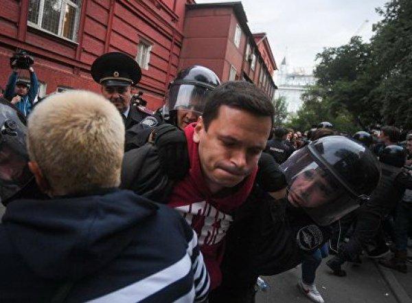Митинг в Москве 14 июля 2019: полиция задержала Яшина и Соболь на акции у Мосгоризбиркома (ВИДЕО)